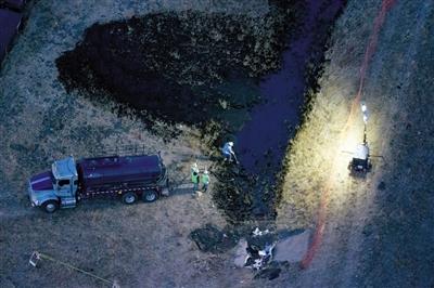 9万升石油泄漏,造成沿海水域和沙滩的污染. 新华社/路透