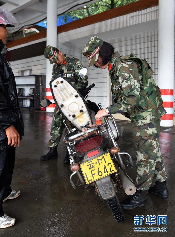实拍中缅边境的缉毒女兵(高清组图)
