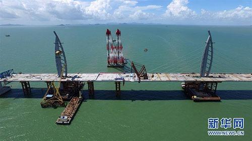 港珠澳大桥主体桥梁成功合龙 大桥总长55公里