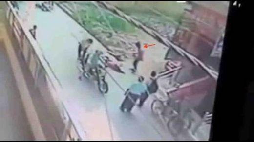 印度男子求爱不成下杀手 当街猛刺女子20多刀(图)