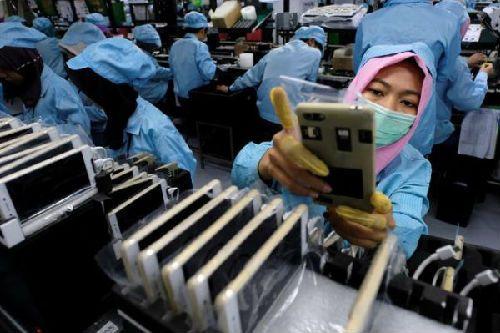 另一个落后者是印度,其制造业产出年降幅达到7.6%.