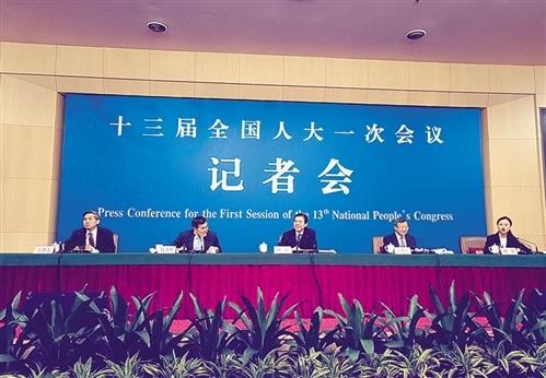 商务部部长钟山等回答中外记者提问. 中国经济网记者 宋雅宁摄-商