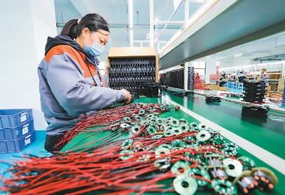 中国工业经济稳定向好 2020年全国规上工业增加值同比增长2.8%
